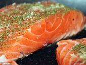 دراسة: تناول سمك السالمون مرة أسبوعيا يقلل فرص وفاتك بالأزمة القلبية
