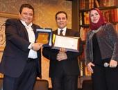 بالصور.. جامعة ميونخ الألمانية تمنح الدكتوراه الفخرية للمخرج خالد جلال