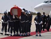 بالصور.. جثمان زعيم البوليساريو يصل الجزائر ودفنه اليوم بالصحراء الغربية