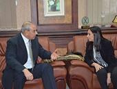 """محافظ المنيا يبحث مع رئيس القومى للمرأة أحداث """"قرية الكرم"""""""