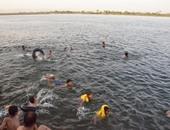 بالصور.. أبناء الأقصر يهربون من حرارة الجو بالاستحمام بالنيل فى رمضان