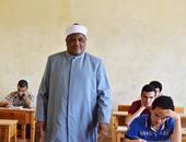 بالصور.. الأزهر: 35 محضر غش فى مادة الأحياء وطالب يخفى المحمول فى الحذاء