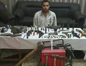حبس عاطل حول منزله وكرا لتصنيع وبيع الأسلحة النارية فى القليوبية
