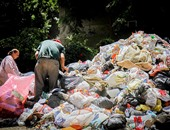 التعاقد مع 16 جمعية أهلية وشركة لجمع القمامة بمركز مطاى بالمنيا
