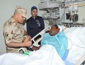 وزير الدفاع ورئيس الأركان يزوران الضباط والجنود المصابين فى أحداث سيناء
