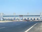 توقف حركة المرور بإسكندرية الصحراوى لتصادم سيارة شرطة بالحاجز الخرسانى