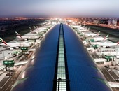 مطارات دبى: تحويل مسار رحلتين للاشتباه بنشاط طائرة مسيرة