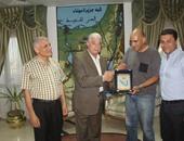 محافظ جنوب سيناء يلتقى بالغواص العالمى أحمد جبر لتنسيق حملة تنظيف قاع البحر