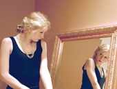 5 مواقف تؤكد أهمية مرآة الأسانسير للفتيات.. منها النميمة وتظبيط المكياج والهدوم