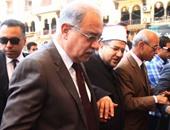 """بالفيديو.. رئيس الوزراء يغادر مسجد الحسين عقب أداء صلاة الجمعة وطفل يهتف """"السيسى"""""""