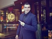 أشرف زكى يهنئ كريم أسامة أول دفعة المعهد العالى للفنون المسرحية