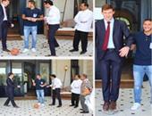 السفارة البريطانية تنشر صور جون كاسن واقفا على الكرة مع رمضان صبحي