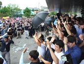بالصور..سكان غاضبون يرشقون رئيس وزراء كوريا الجنوبية بالبيض وزجاجات المياه