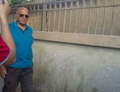 بالصور.. عماد وحيد يلقى النظرة الأخيرة على طارق سليم