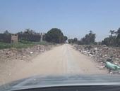 أهالى أسيوط يشكون من تراكم القمامة على جانبى (طريق القوصية – نزالى جنوب)