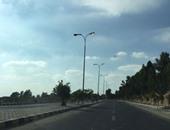 بالصور.. أعمدة الإنارة مضاءة صباحا فى شوارع مدينة العبور