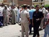 بالصور.. سائقو التاكسى ينظمون وقفة احتجاجية أمام ديوان محافظة أسوان