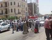 سائقو التاكسى بأسوان يفضون تجمهرهم بعد رفع مطالبهم للمحافظ