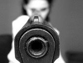لو بتفكرى تشيلى سلاح .. تعرفى على أفضل أنواع الأسلحة للنساء