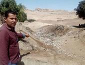 """بالصور.. حيوانات نافقة وقمامة ومياه صرف فى قرية """"طهنا الجبل"""" الأثرية بالمنيا"""
