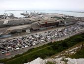 بالفيديو والصور..آلاف البريطانيين يتكدسون لأيام للعبور لفرنسا من ميناء دوفر