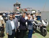 بالصور.. وزير الشباب ومحافظ بورسعيد يستقلان معدية شرق التفريعة