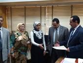 رئيس مدينة المحلة يكرم طالبتين من أوائل الثانوية العامة
