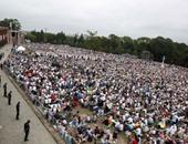 بالصور.. البابا يزور أقدس دير فى بولندا وحشد هائل للكاثوليك