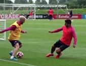 أخبار ميسي اليوم.. سواريز ضحية تألق البرغوث بتدريبات برشلونة فى إنجلترا