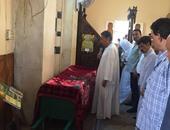 بالصور.. سعد الجمال زعيم الأغلبية يؤم المصلين فى جنازة شقيقته بالصف
