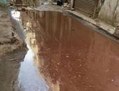 بالصور.. مياه الصرف تغرق شارع المحكمة فى الشرقية وتهدد بانهيار العقارات