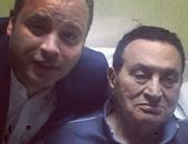 """""""آسف ياريس"""" تنشر صورة جديدة لمبارك مع تامر عبد المنعم وتهنئه بعيد الفطر"""