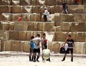 إقبال كثيف على الأهرامات بأول أيام العيد وقيادات الشرطة يتفقدون المنطقة