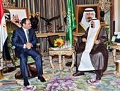 خادم الحرمين يمنح السيسى قلادة الملك عبد العزيز أرفع وسام بالسعودية