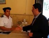 حبس ضابط شرطة 4 أيام لاتهامه بقتل شخص وإصابة 2 بالإسكندرية