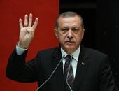 أردوغان يواصل استفزازه ويرفع شارة رابعة بأول اجتماع لفوزه بالرئاسة