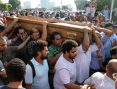 علاء عبد الفتاح وسياسيون وإعلاميون فى جنازة المناضل أحمد سيف الإسلام حمد