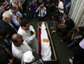 جثمان سيف الإسلام يصل مسجد صلاح الدين بالمنيل استعدادا للجنازة
