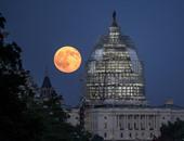 """""""ناسا"""" تختار صورة اليوم للقمر الأزرق بجوار مبنى الكونجرس الأمريكى"""