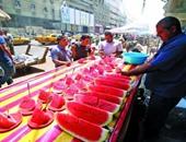 6 طرق واجه بها المصريون الحر.. منها البطيخ المثلج وحضن لوح الثلج والتريقة