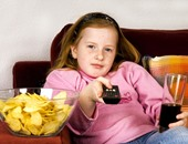 للبنات.. الجلوس 3ساعات متواصلة يسبب أضرارا خطيرة للأوعية الدموية بالساقين