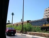 """""""صحافة المواطن"""": بالصور..طفل يتسلق قطارا أثناء سيره بأبو قير فى الإسكندرية"""