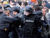 محتجون يقتحمون برلمان مقدونيا بعد انتخاب سياسى من أصل ألبانى رئيسا له