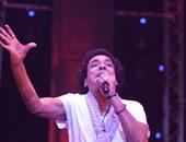 """""""حقوق القاهرة"""": توزيع نصف دعوت حفلة محمد منير على طلاب الكلية المتفوقين"""