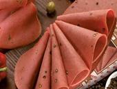بعد قرار منظمة الصحة العالمية باعتبار اللحوم المصنعة من المسرطنات.. اللانشون والسوسيس والهامبورجر أطعمة بها سم قاتل.. تدمر صحة الأطفال وتسبب السرطان والموت المبكر وأمراض القلب والسكر ولونها الأحمر سام
