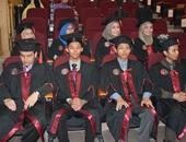 بالصور.. جامعة المنصورة تحتفل بتخرج دفعة 2015 للطلاب الماليزيين بطب الأسنان
