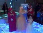 على طريقة المصريين..عروسة وإخواتها يقدمون وصلة رقص بالعربى والهندى والأجنبى