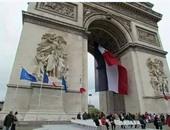 باريس تبدأ وضع مئات الأمتار من القماش فى سياق مشروع تغليف قوس النصر