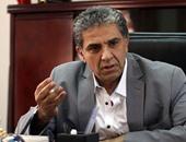 """وزير البيئة: الأسرة المصرية """"بيطلع"""" منها طن قمامة سنويًا"""