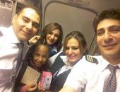 طاقم ضيافة مصر للطيران يحتفل بعيد ميلاد طفلة أثيوبية خلال الرحلة